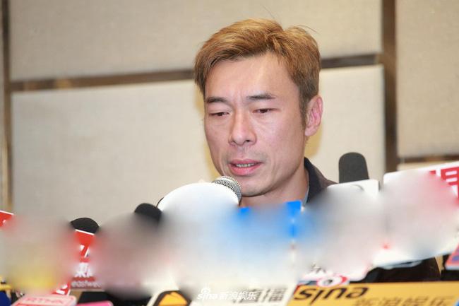 Vụ ngoại tình chấn động TVB: Toàn cảnh buổi xin lỗi của Hứa Chí An, cúi gập người khóc lóc thừa nhận vụng trộm với Á hậu Hong Kong - Hình 1