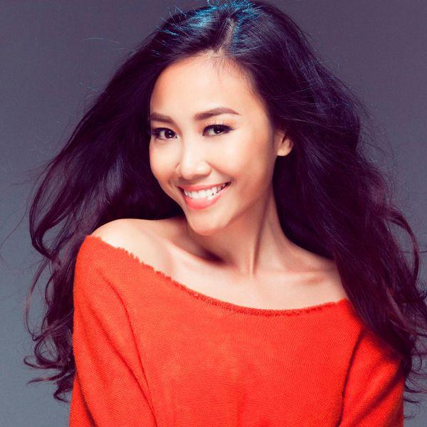 Chị em nhà Đoan Trang: Chị lấy chồng Tây giàu có, em kín tiếng được đồng nghiệp nể phục - Hình 1