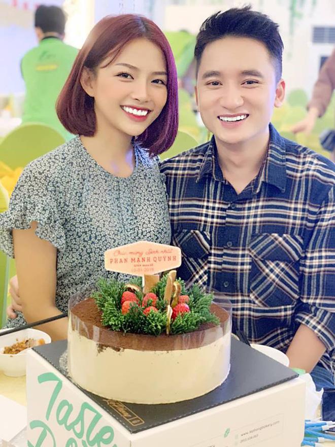 Phan Mạnh Quỳnh chọn cột mốc 4 năm yêu tổ chức đám cưới với bạn gái hot girl - Hình 1