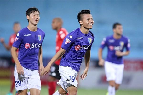 Quang Hải rực sáng cùng Hà Nội FC trong ngày Công Phượng đi tắm sớm - Hình 1