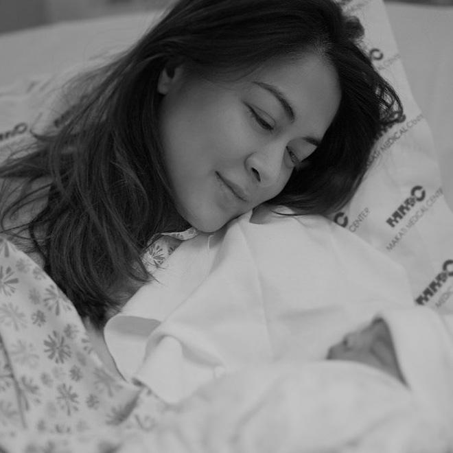 Sau 10 tiếng đau đẻ, mỹ nhân đẹp nhất Philippines hạ sinh quý tử: Nhan sắc của cả mẹ và con đều gây sốt - Hình 2