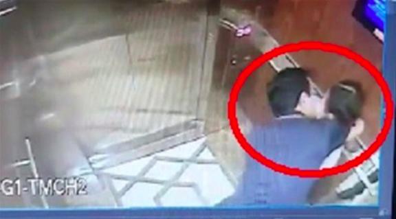 Vụ dâm ô bé gái trong thang máy : Công an vẫn thu thập bằng chứng, dân viết đơn yêu cầu khởi tố - Hình 1