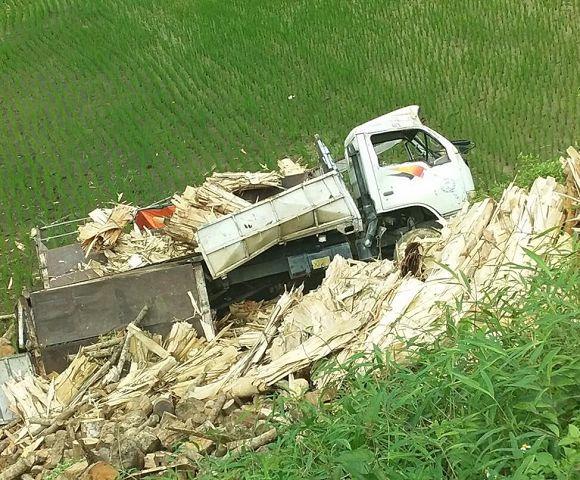 Bắc Kạn: Xe tải gặp nạn khi leo dốc, 1 người tử vong - Hình 1