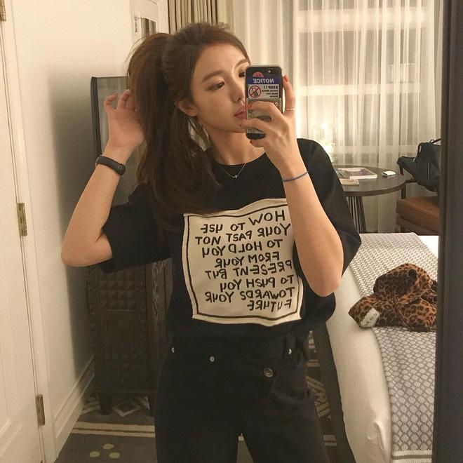 Chẳng ai bảo ai nhưng gái Hàn giờ cứ thi nhau diện mẫu áo phông siêu đơn giản này - Hình 6