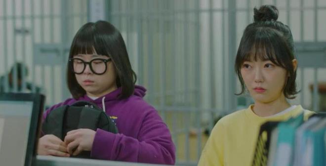 Đu idol lắm có ngày mất mạng, Park Min Young hết bị đâm tới bị bắn ở tập 3 Her Private Life - Hình 5