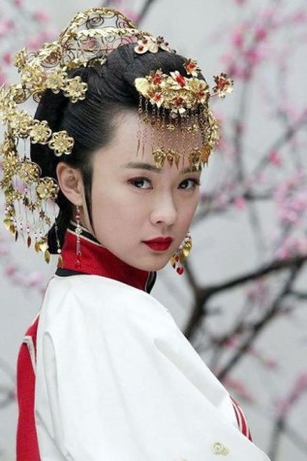 Hoài niệm về những mỹ nhân cổ trang nổi tiếng trên màn ảnh Hoa ngữ một thời - Hình 8