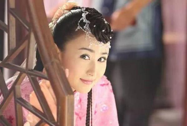 Hoài niệm về những mỹ nhân cổ trang nổi tiếng trên màn ảnh Hoa ngữ một thời - Hình 18