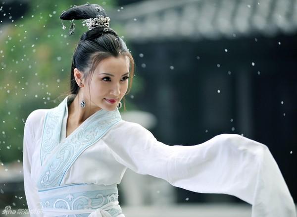 Hoài niệm về những mỹ nhân cổ trang nổi tiếng trên màn ảnh Hoa ngữ một thời - Hình 11