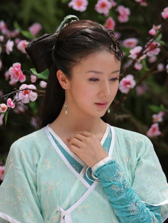 Hoài niệm về những mỹ nhân cổ trang nổi tiếng trên màn ảnh Hoa ngữ một thời - Hình 2