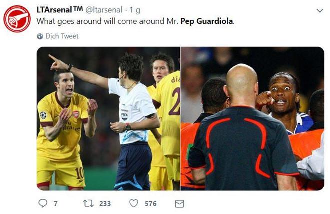 Pep Guardiola bị chế giễu vì màn ăn mừng hụt hài hước - Hình 5