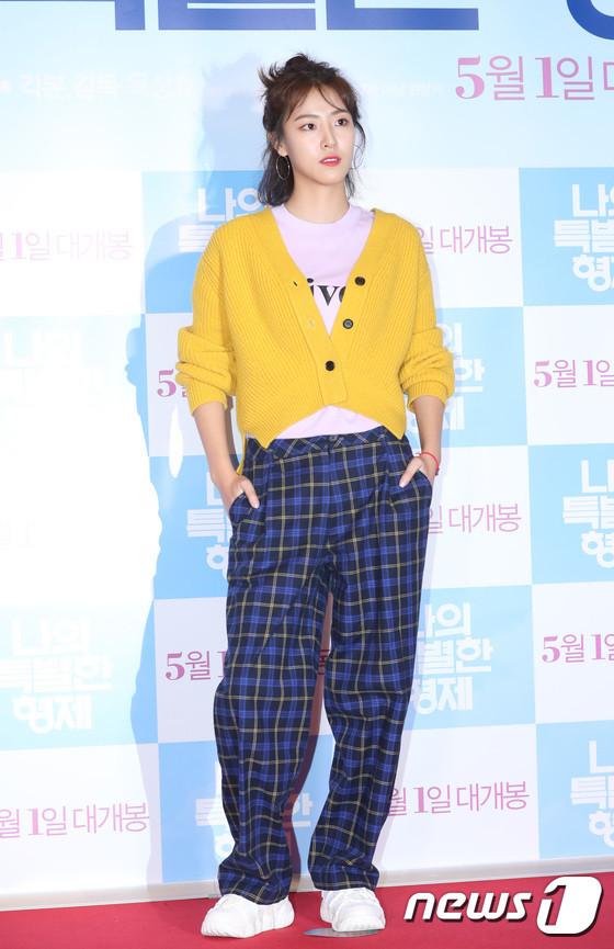 Tài tử 45 tuổi áp đảo nhan sắc Jo In Sung, cùng sao Running Man dự công chiếu phim của Lee Kwang Soo - Hình 25