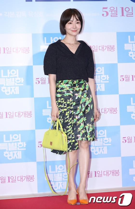 Tài tử 45 tuổi áp đảo nhan sắc Jo In Sung, cùng sao Running Man dự công chiếu phim của Lee Kwang Soo - Hình 27