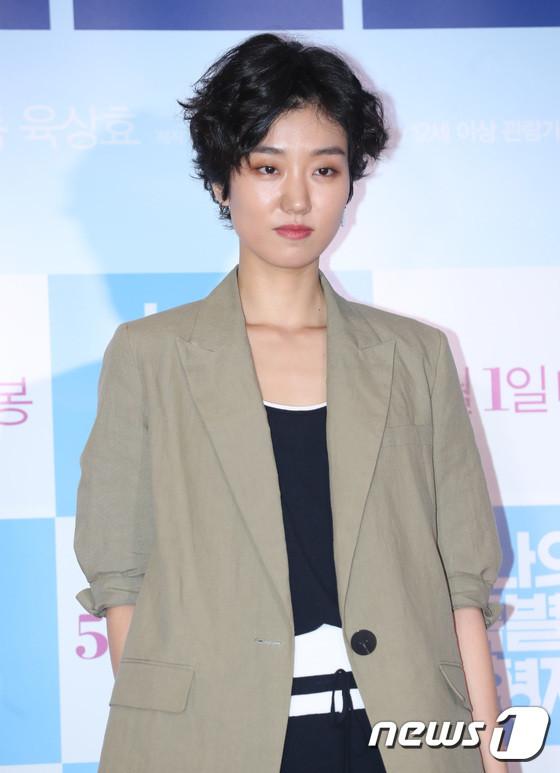 Tài tử 45 tuổi áp đảo nhan sắc Jo In Sung, cùng sao Running Man dự công chiếu phim của Lee Kwang Soo - Hình 26