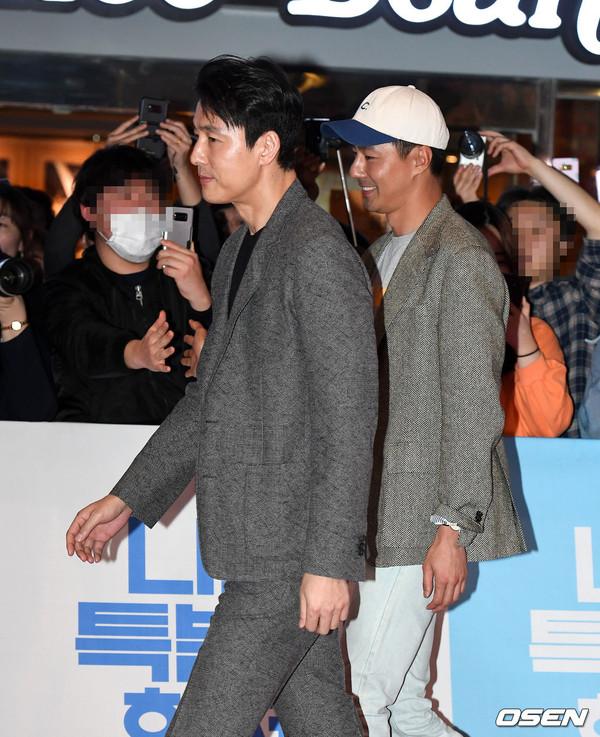 Tài tử 45 tuổi áp đảo nhan sắc Jo In Sung, cùng sao Running Man dự công chiếu phim của Lee Kwang Soo - Hình 5