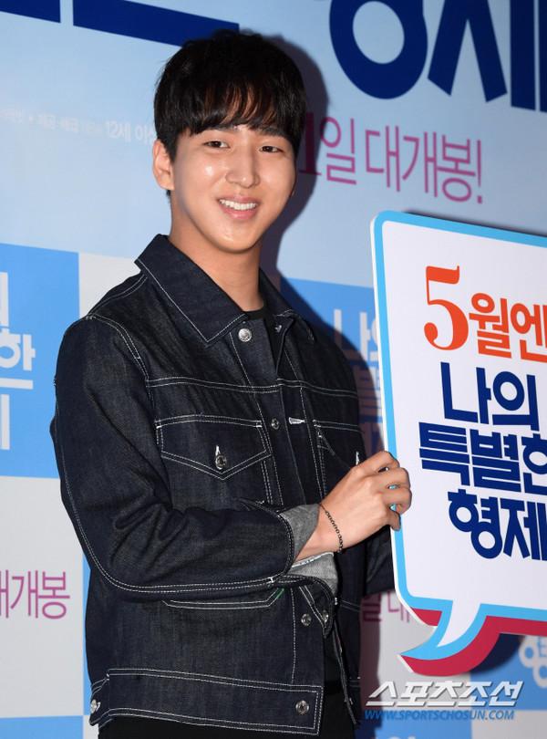 Tài tử 45 tuổi áp đảo nhan sắc Jo In Sung, cùng sao Running Man dự công chiếu phim của Lee Kwang Soo - Hình 21