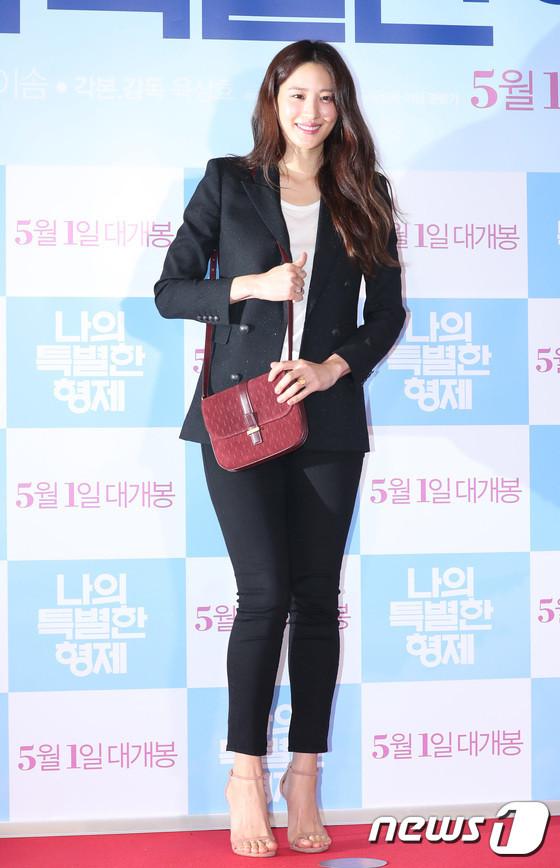 Tài tử 45 tuổi áp đảo nhan sắc Jo In Sung, cùng sao Running Man dự công chiếu phim của Lee Kwang Soo - Hình 13