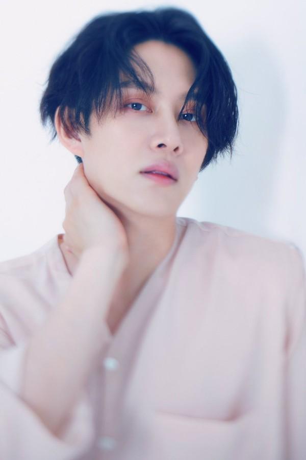 Tin vui liên tục cho E.L.F: Super Junior vừa thông báo comeback đầy đủ đội hình, ngôi sao vũ trụ Kim Heechul cũng sẵn sàng debut solo - Hình 2