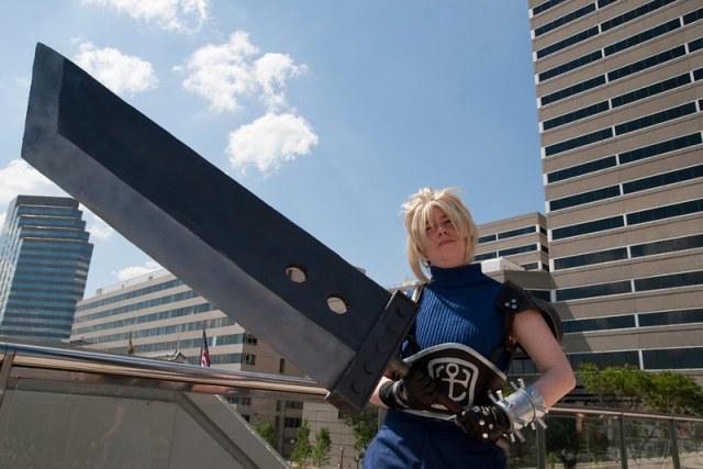 Lại một bản cosplay Cloud Strife đầy bản lĩnh bên thanh kiếm của mình - Hình 3