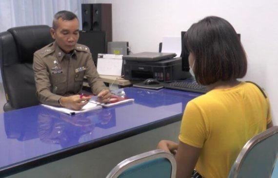 Mặc cũng như không khi tham dự lễ hội Songkran, cô gái nhận bài học nhớ đời - Hình 2