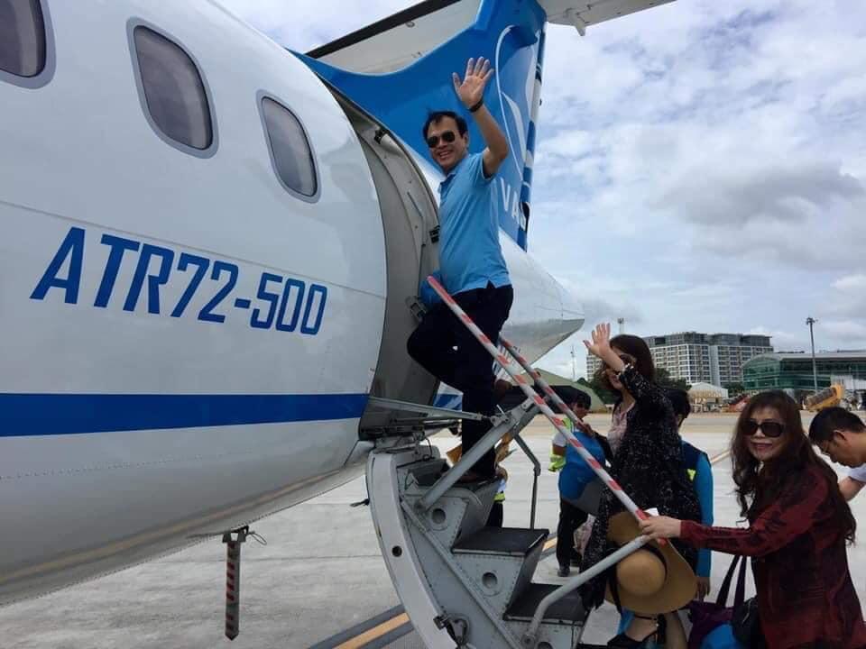 Ngày cuối khởi tố, ông Nguyễn Hữu Linh đi Côn Đảo nghỉ dưỡng vui vẻ cùng vợ khiến dân mạng phẫn nộ? - Hình 1