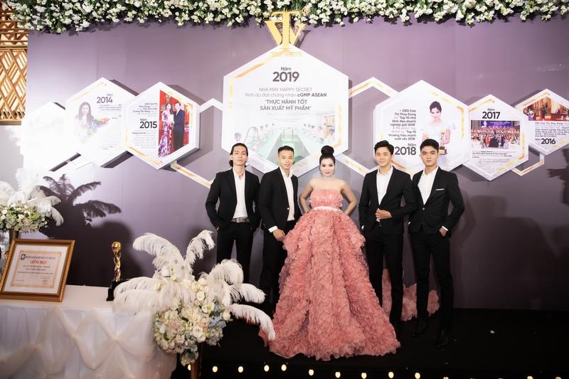 Isaac, Noo Phước Thịnh khuấy động đêm trao giải Top White Best Awards of The Year 2019 - Hình 1