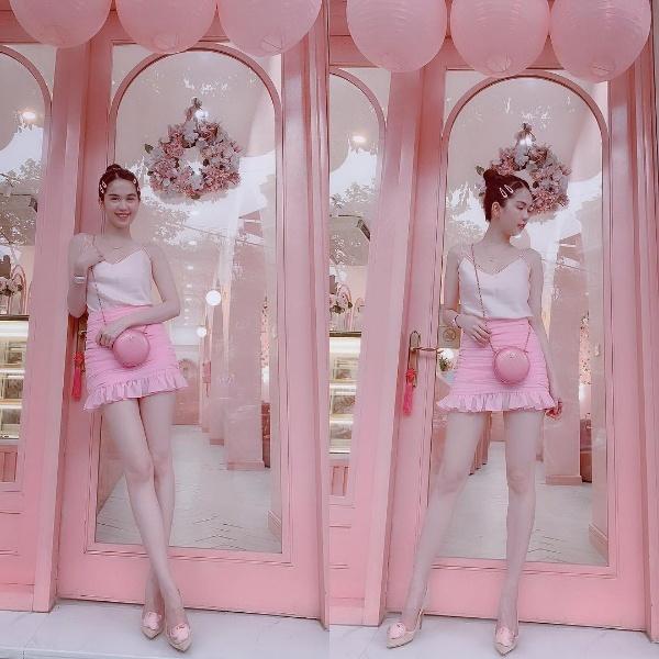 Không hẹn mà gặp, chị em Hà Hồ - Hà Tăng rủ nhau chào hè bằng những bộ váy cực ngọt ngào - Hình 9