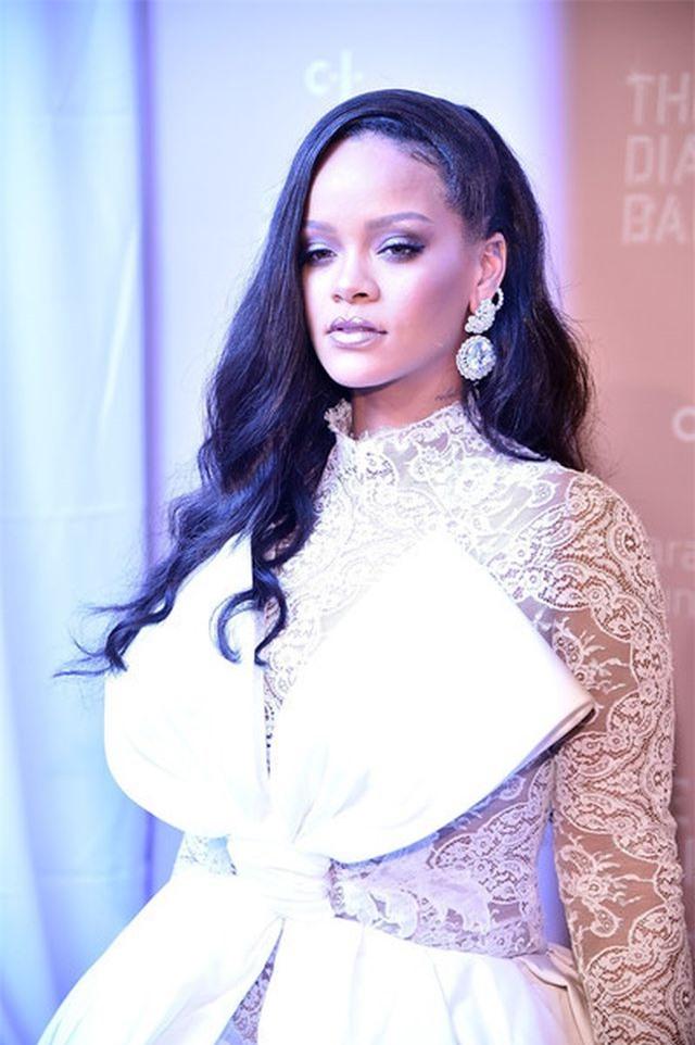 Rihanna quyến rũ trên tạp chí Vogue - Hình 9