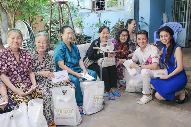 Đàm Vĩnh Hưng tuyên bố sẽ hỗ trợ tiền học cho 2 con của nữ công nhân quét rác bị xe điên đâm tử vong - Hình 8
