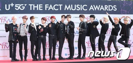 Thảm đỏ hội tụ gần 80 idol cực phẩm: Mỹ nhân TWICE té ngã sấp mặt, Joy gợi cảm đến mức chiếm spotlight của cả BTS - Hình 46