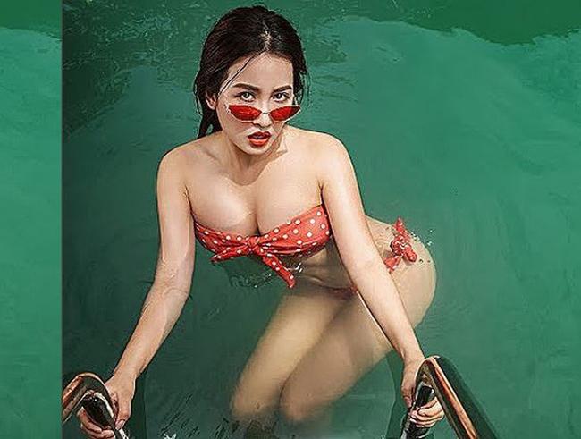 Vợ Khắc Việt, nữ DJ Điện Biên... mặc áo bơi gợi cảm chào hè - Hình 18
