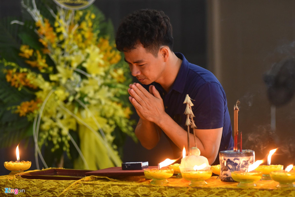 Nhiều nghệ sĩ Việt khóc khi viếng người mẫu Hà Nội qua đời ở tuổi 37 - Hình 7