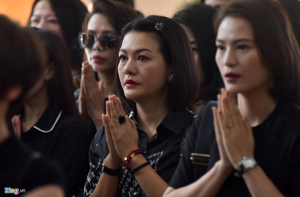 Nhiều nghệ sĩ Việt khóc khi viếng người mẫu Hà Nội qua đời ở tuổi 37 - Hình 5