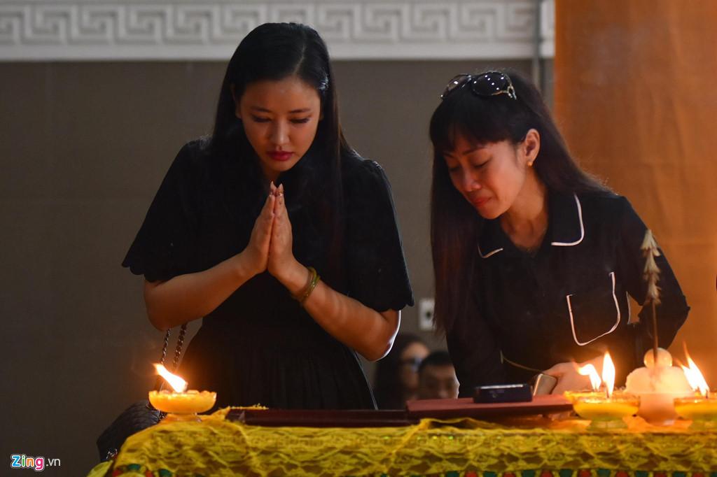 Nhiều nghệ sĩ Việt khóc khi viếng người mẫu Hà Nội qua đời ở tuổi 37 - Hình 3
