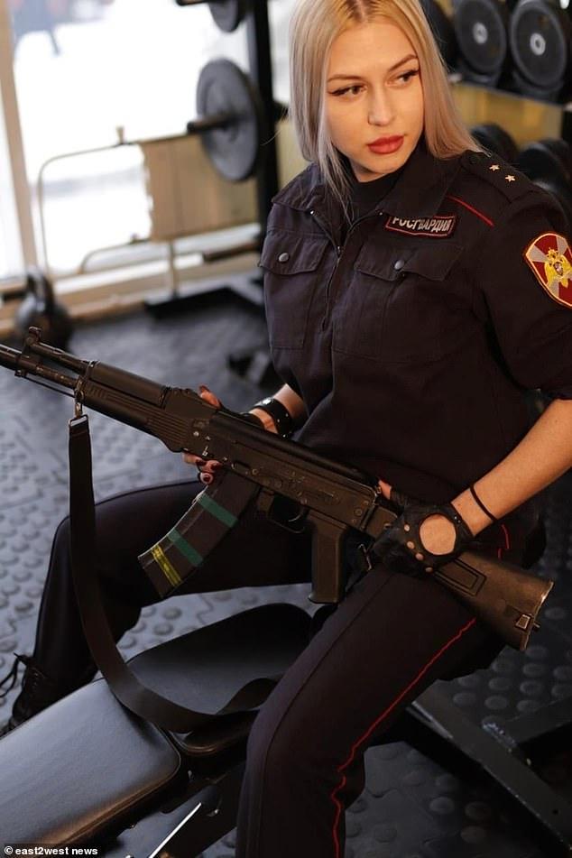 Nữ vệ sĩ của Putin dành vương miện đẹp nhất quân đội Nga - Hình 3
