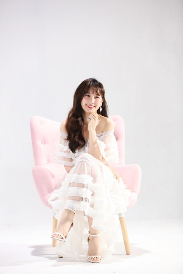 Bất ngờ comeback, Hari Won khiến netizen xôn xao: Cô ấy đang hack tuổi? - Hình 9