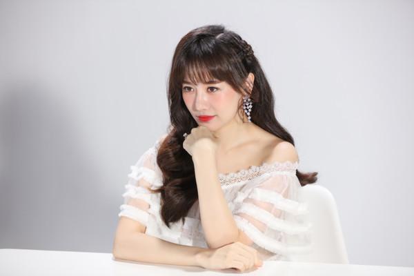 Bất ngờ comeback, Hari Won khiến netizen xôn xao: Cô ấy đang hack tuổi? - Hình 1