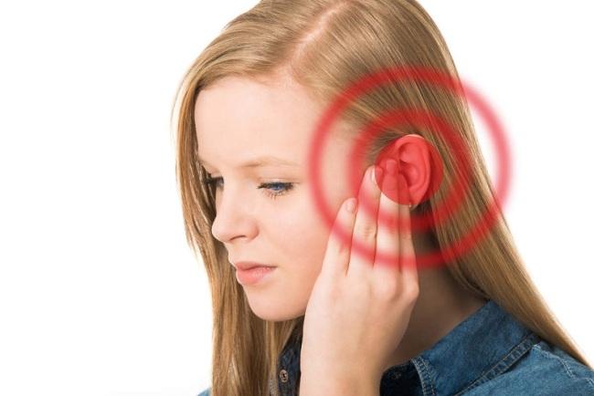 Cách phòng tránh ù tai trên máy bay - Hình 1