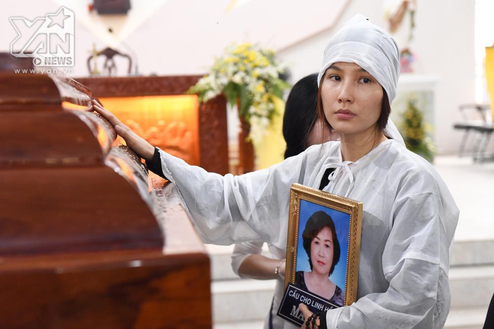 Diễm My 9x đau khổ tột cùng sau 8 ngày mẹ mất: Con sẽ được về với mẹ và bên Chúa, mẹ chờ con nhé - Hình 1