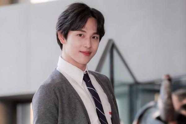 Lee Dong Wook nhận đóng phim cùng Im Siwan, tỏa sáng tại họp báo Produce X 101 - Hình 5