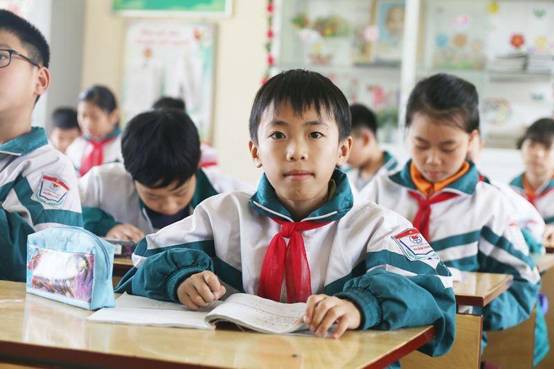 Nam sinh lớp 4 mồ côi cha mẹ và ước mơ làm công an - Hình 1