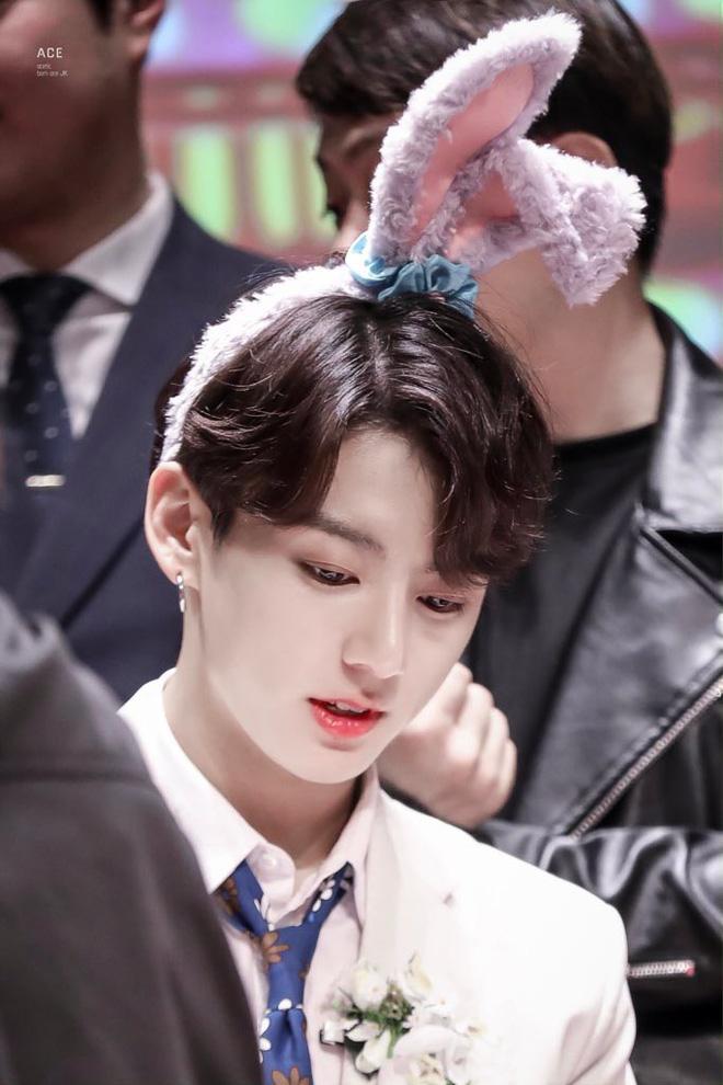 Nam thần Kpop khiến hậu cung toàn cầu dậy sóng mỗi lần hất tóc mái: Bí quyết nằm ở vầng trán, đôi lông mày xa xỉ - Hình 11