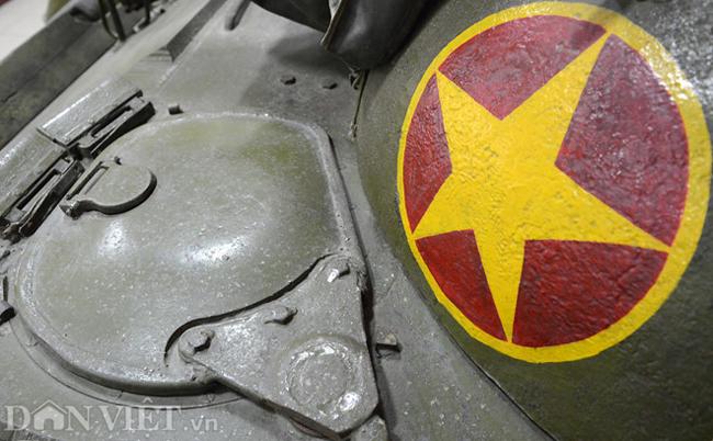 Nhìn lại hình ảnh 2 chiếc xe tăng húc đổ cổng Dinh Độc Lập - Hình 11