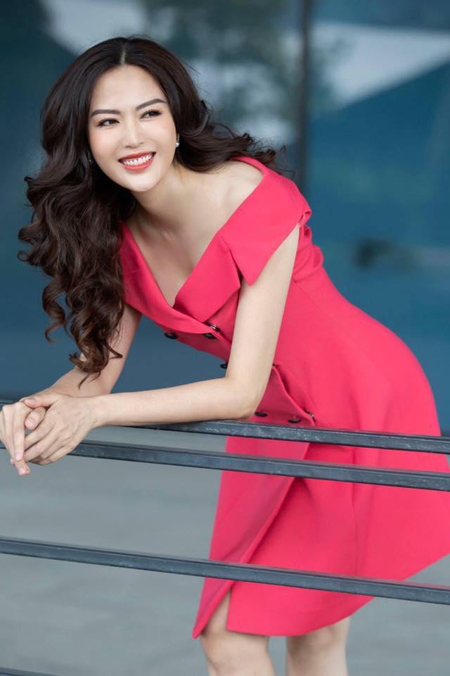 Những Hoa hậu tuổi U50 vẫn xinh đẹp, gợi cảm bậc nhất showbiz - Hình 12