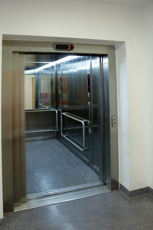 Phát hiện thi thể bốc mùi dưới hầm thang máy bệnh viện - Hình 1