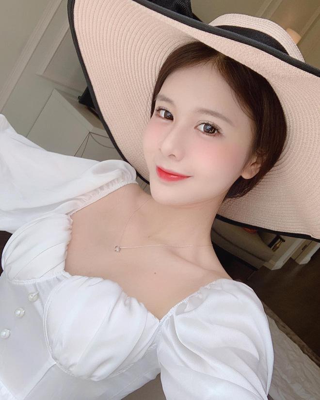 Xem hình selfie quen rồi, girl xinh bị đồn yêu thiếu gia Phan Hoàng bỗng là lạ trong ảnh bị tag - Hình 3