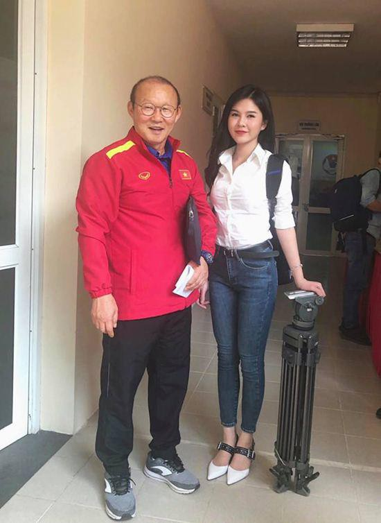 Chân dung nữ MC xinh đẹp, bị nghi vấn yêu đồng tính với diễn viên Phanh Lee - Hình 6