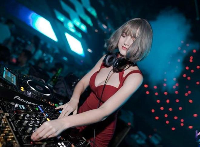 Cô gái Ukraine gợi cảm và xinh như búp bê, đang là DJ tại Hà Nội - Hình 3