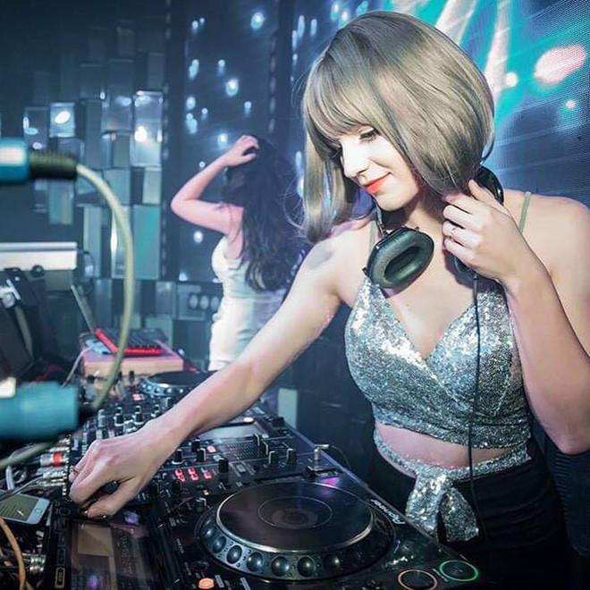 Cô gái Ukraine gợi cảm và xinh như búp bê, đang là DJ tại Hà Nội - Hình 5