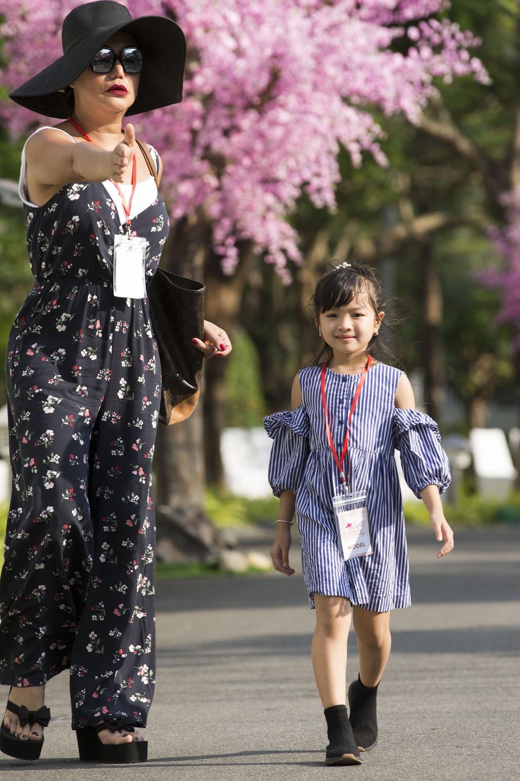 Cô giáo Xuân Lan đeo kính râm, mang dép lào tập luyện trước thềm Tuần lễ thời trang trẻ em Việt Nam 2019 - Hình 6