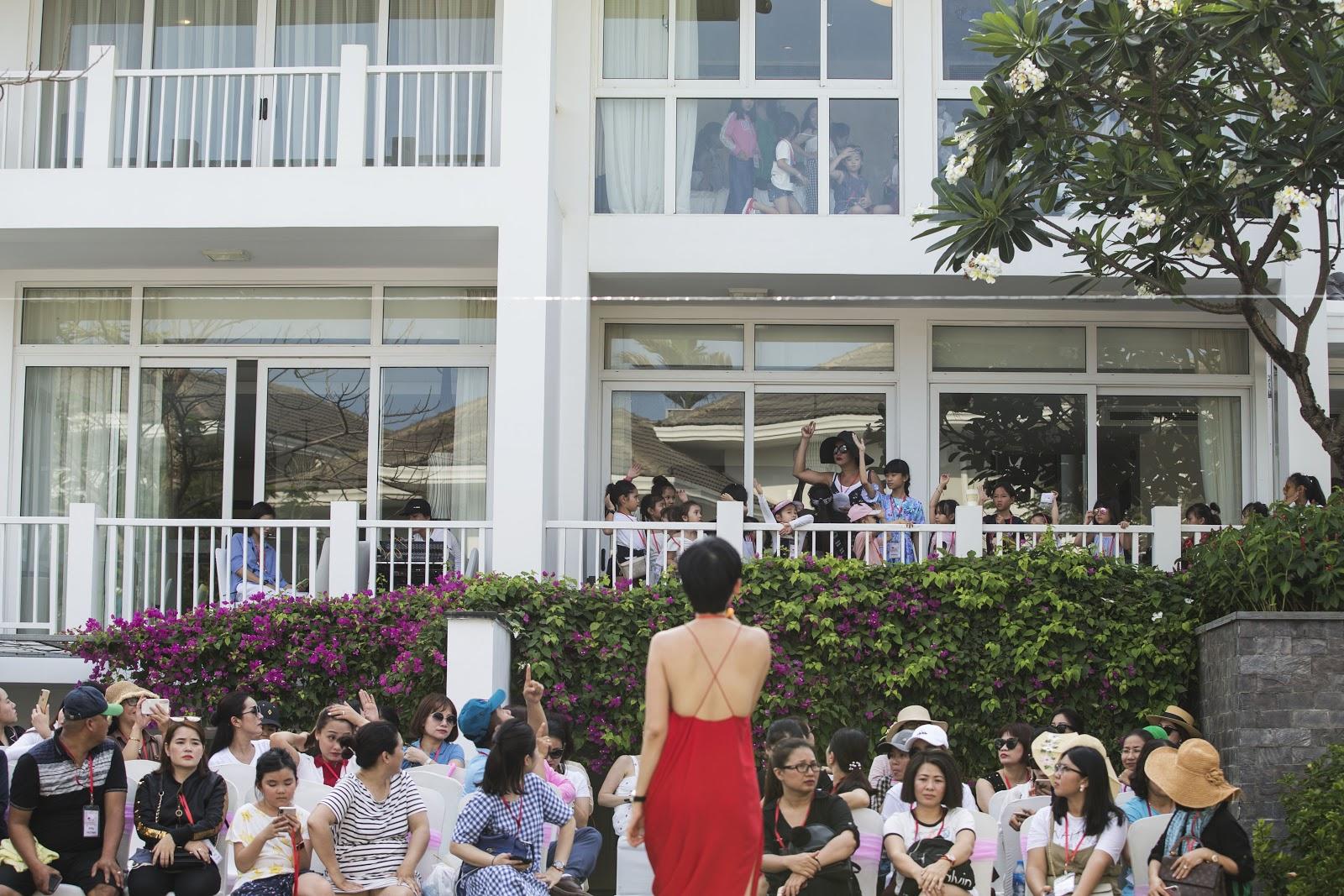 Cô giáo Xuân Lan đeo kính râm, mang dép lào tập luyện trước thềm Tuần lễ thời trang trẻ em Việt Nam 2019 - Hình 5